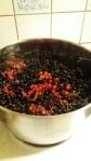 Koka vinbärssaft så det luktar sommar i köket