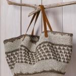 Virka eller sticka en snygg väska i sommar