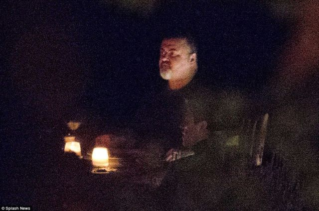 3BA2D0C800000578-4065534-George_Michael_is_seen_at_a_restaurant_with_friends_in_this_pict-m-33_1482753101970