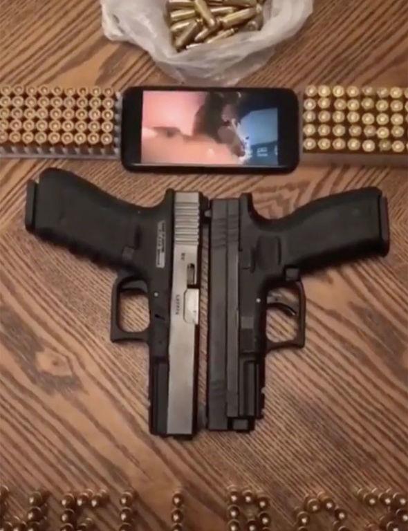 guns-1594888