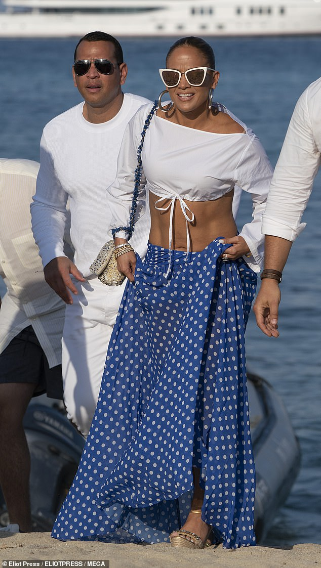 17983006-7420237-Couple_The_singer_who_showcased_her_etched_abs_in_a_white_crop_t-m-66_1567447624892