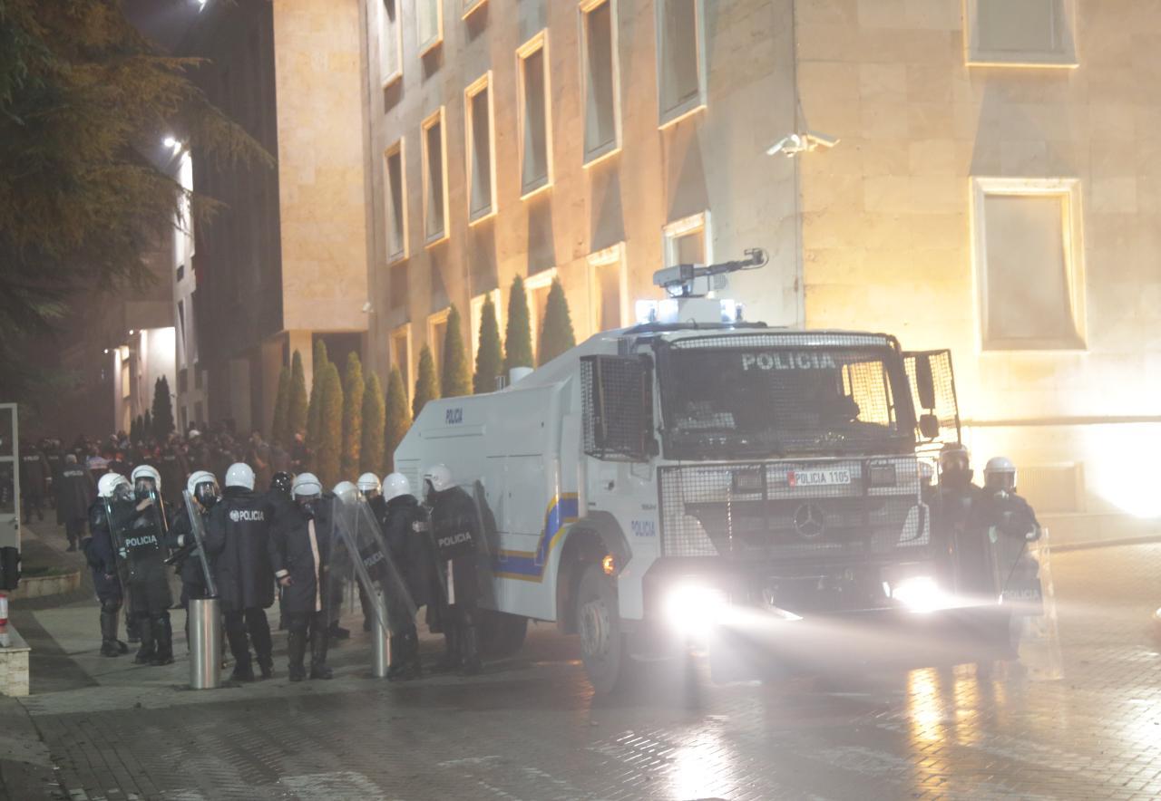 Protesta-Dhuna-Klodian-Rasha-gaz-lotsjelles-tym-policia-sulmi-shkaterrimi (10)