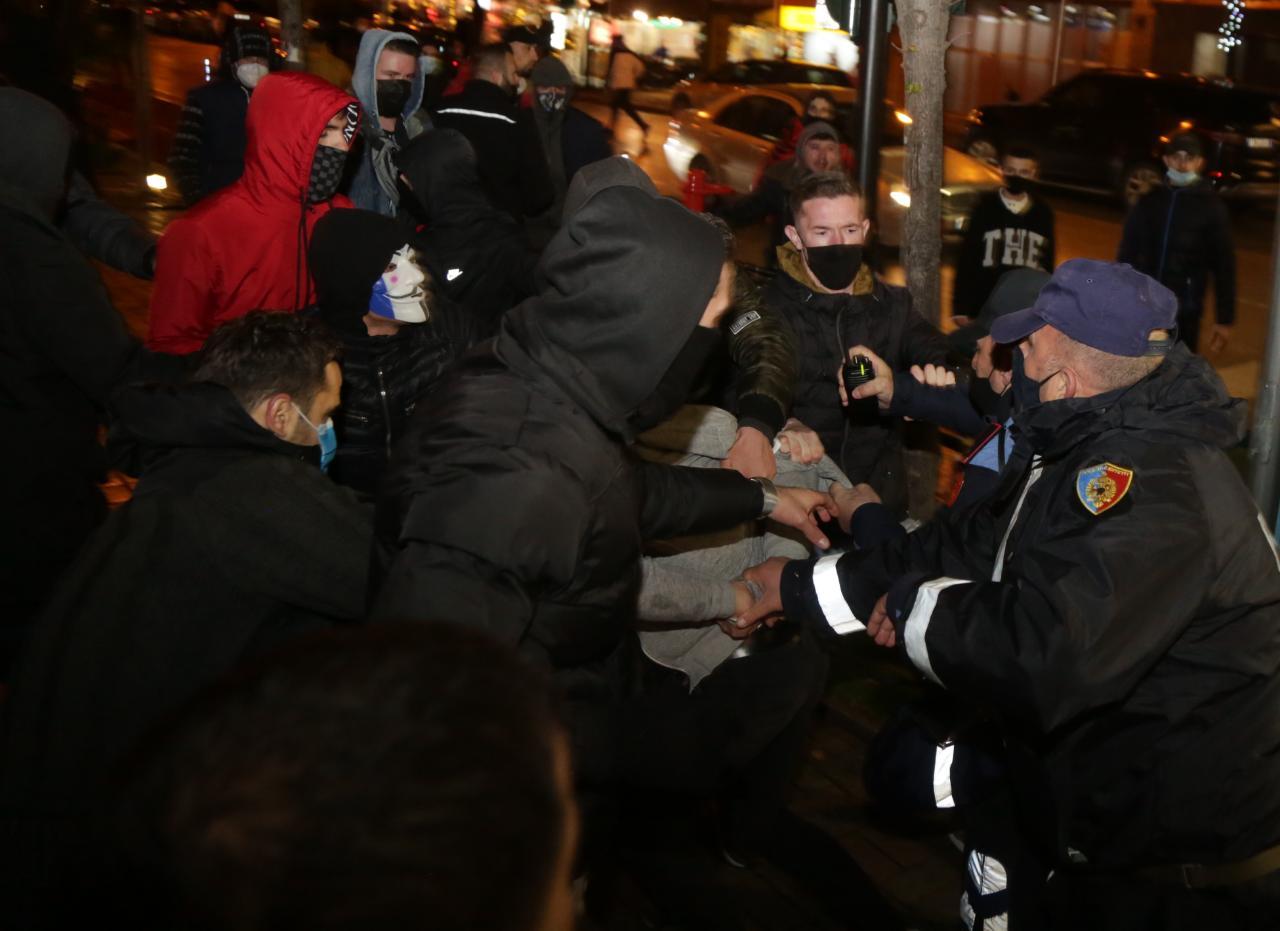 Protesta-Dhuna-Klodian-Rasha-gaz-lotsjelles-tym-policia-sulmi-shkaterrimi (27)