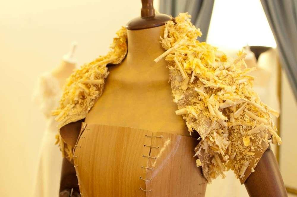 abito da sposa in legno stilista