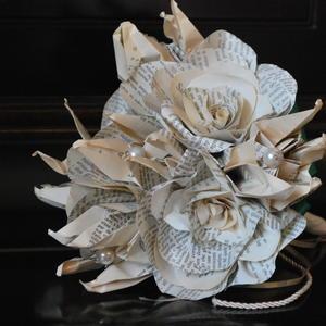 Bouquet realizzato con carta libro disponibile su Shibuse