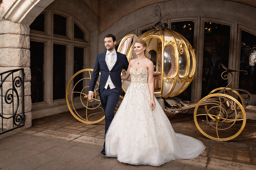 Matrimonio a Disneyland Paris sposi in carrozza Cenerentola