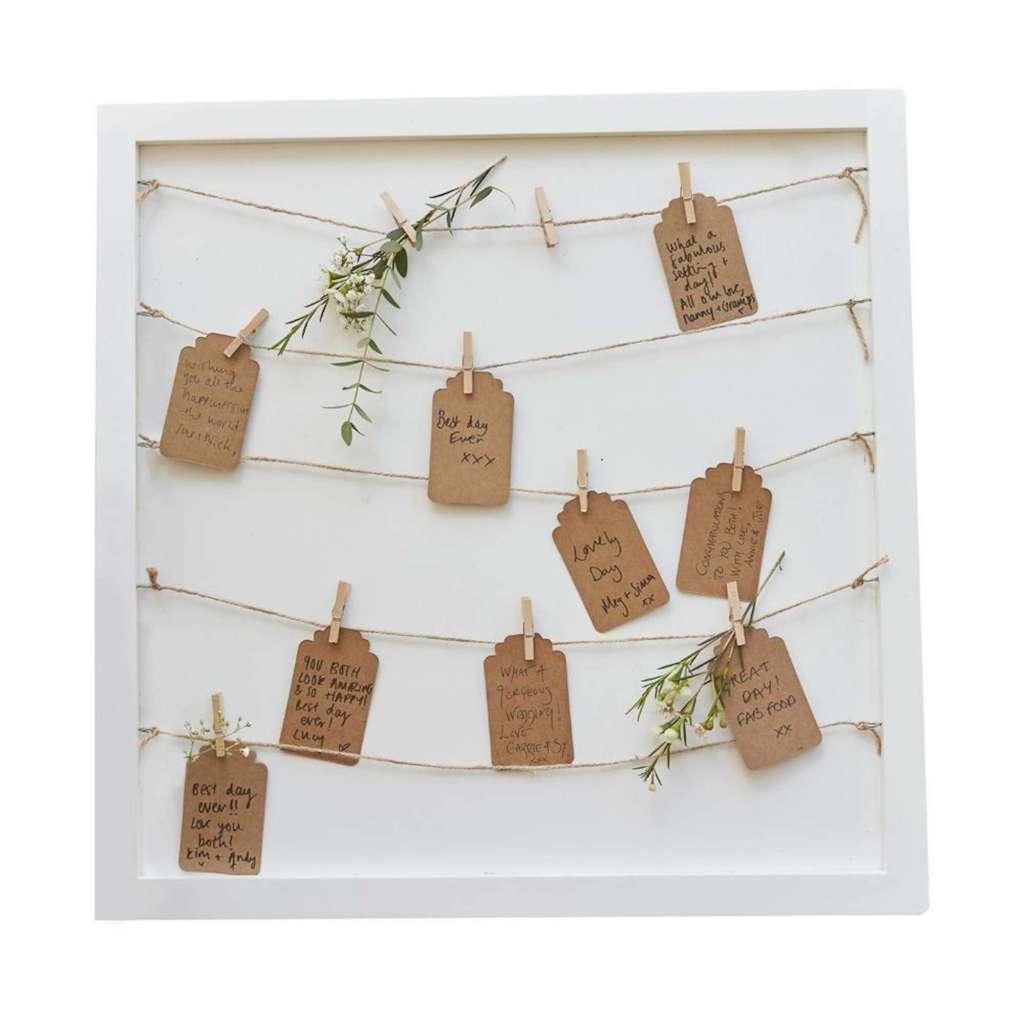 Telaio segnatavoli in legno con stringhe ed etichette