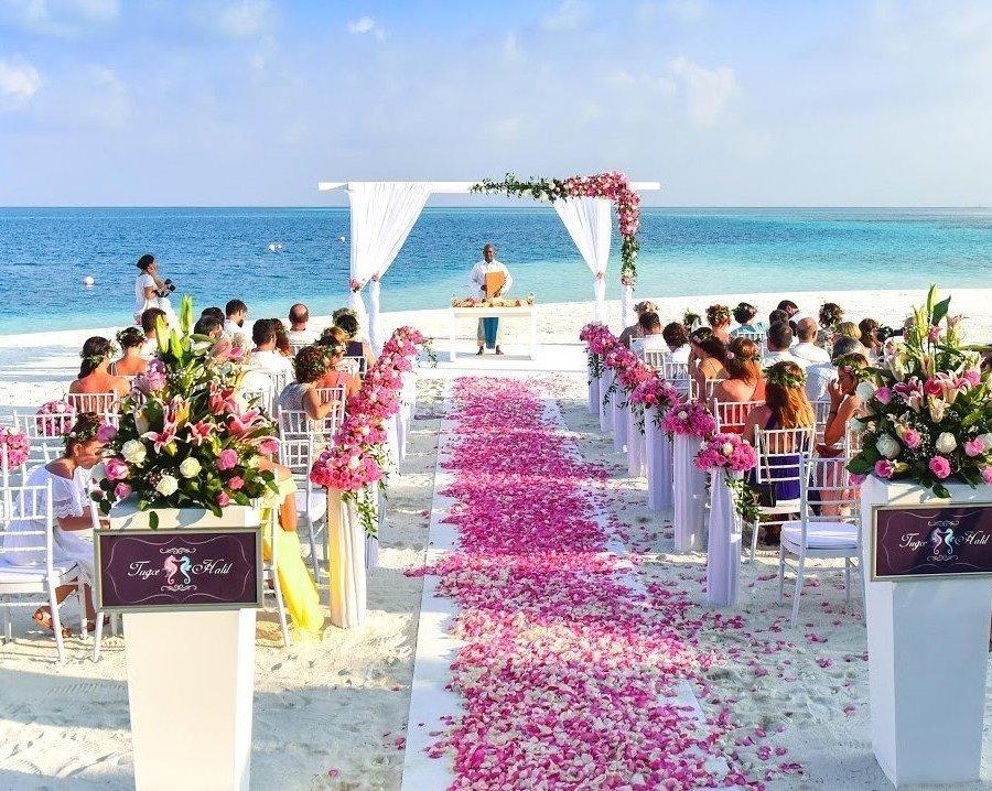 Matrimonio tropicale in spiaggia