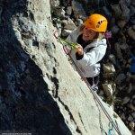 Tamara escalando el único tramo que exige técnica de escalada