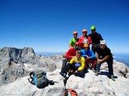 El equipo al completo en cumbre del Naranjo de Bulnes