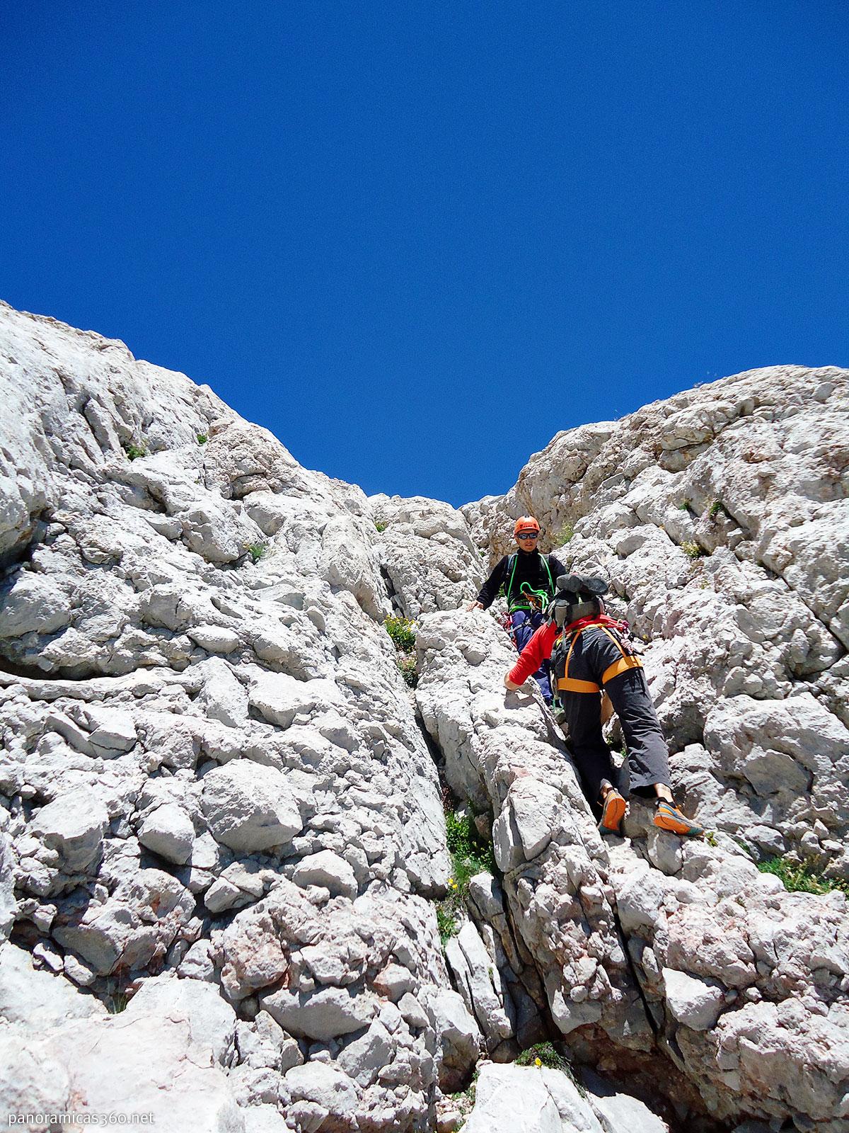 Destrepando por la cara sur del Picu Urriellu