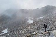 Óscar observa la cresta que vamos a escalar