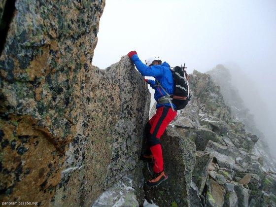 Trepas, destrepes y mucho ambiente en la cresta de Bardamina