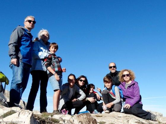 El equipo al completo en la cumbre del Menetjador (1.356 m)