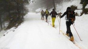 De delante a atrás Anaya, yo, Roy y Mercuri haciendo esquí de montaña en Alicante. Sierra de Aitana