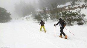 Roy y Anaya haciendo esquí de montaña en Alicante. Sierra de Aitana