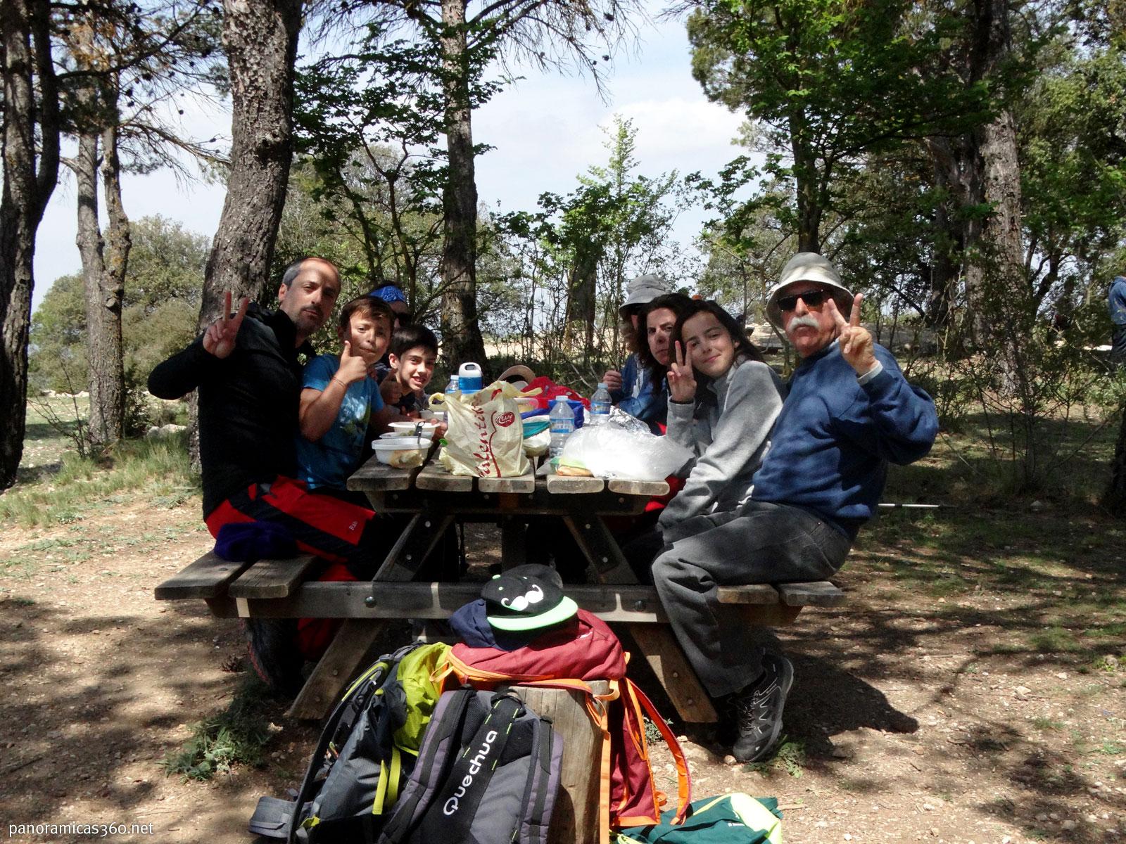Senderismo en familia en la Font Roja. Comiendo en el Mas de Tetuán