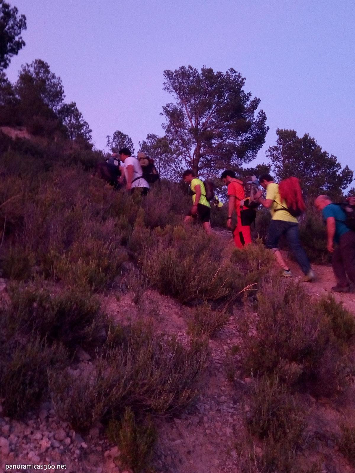Ascensión al pie del Espolón Central del Puig Campana para escalarlo de noche