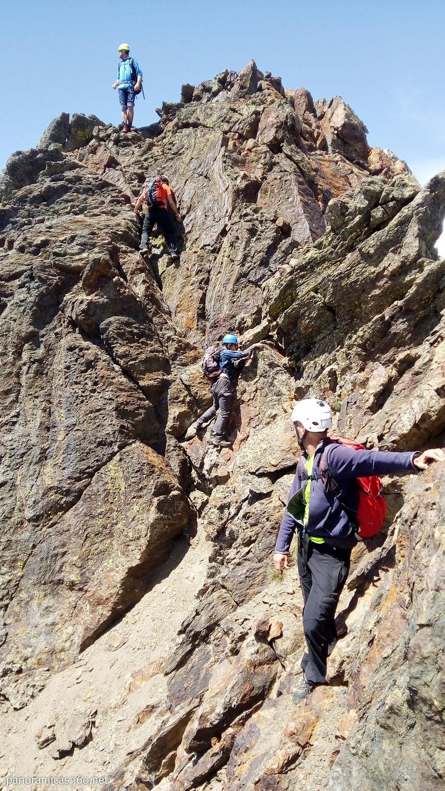 Destrepe entre los Picos Puerto de la Pez y Abielle