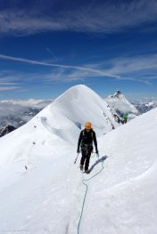 Ascendiendo por la arista de los Breithorns. Breithorn Occidental y Cervino al fondo