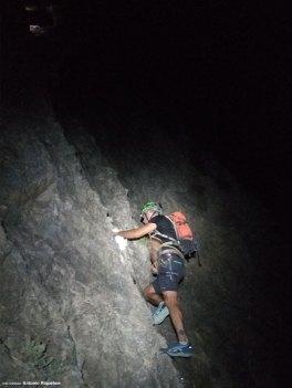 Raúl escalando la ferrata norte del Cid