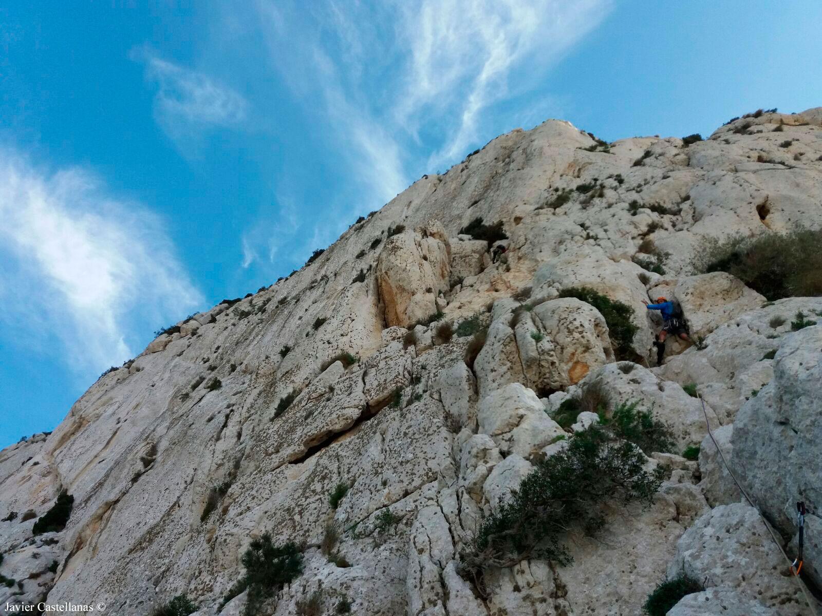 Tercer largo de la vía de escalada Pany en el Peñón de Ifach