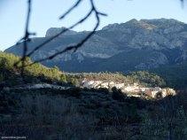 Castell de Castells con la sierra Aixorta de fondo