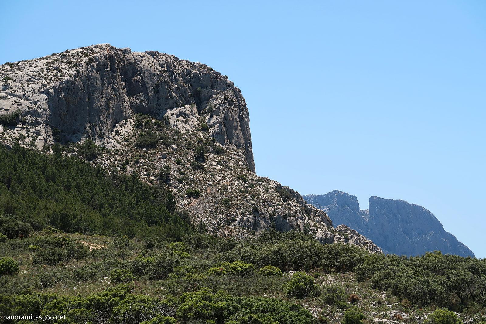 Puig Campana desde el barranco de Tagarina