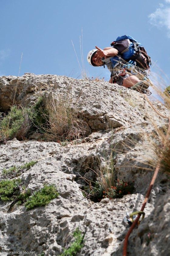 Fer escalando la cresta del Castellar