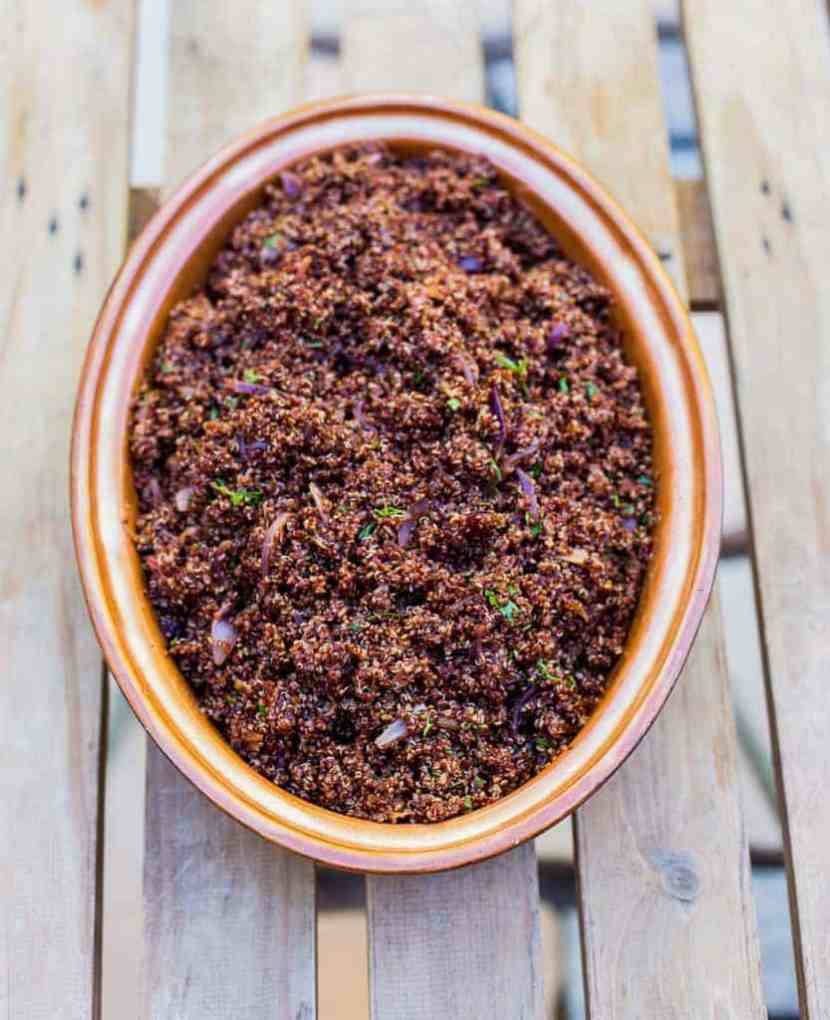 Red quinoa, smoked paprika, red onion and date salad - Braai salads and side dishes