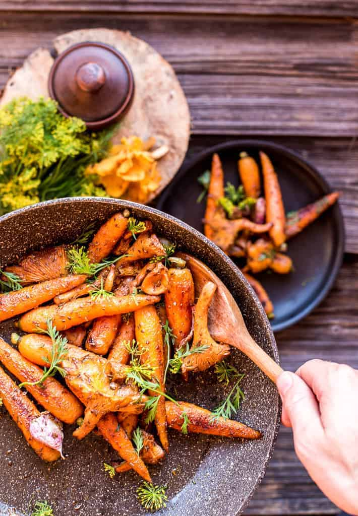Roasted carrots with mushrooms, honey and spices