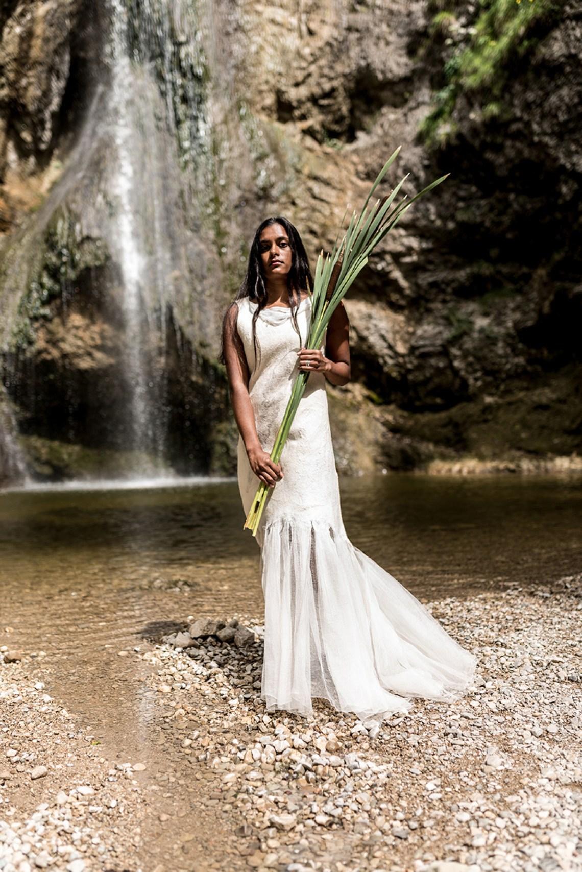 Brautkleid aus Merinowolle und Seide nahtlos gefilzt