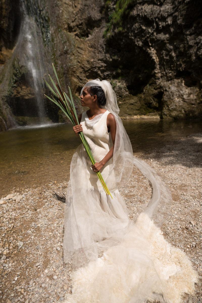 Brautkleid nahtlosgefilzt aus Merinowolle und Seide