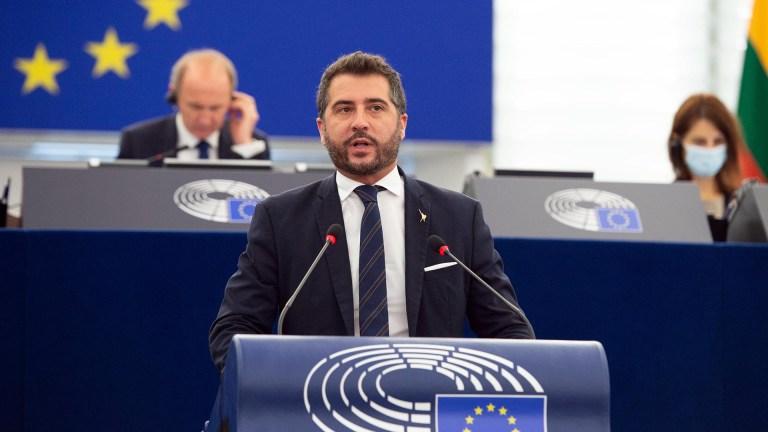 Paolo Borchia che parla in Parlamento a Strasburgo