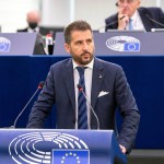 Paolo Borchia al Parlamento europeo di Strasburgo mentre parla