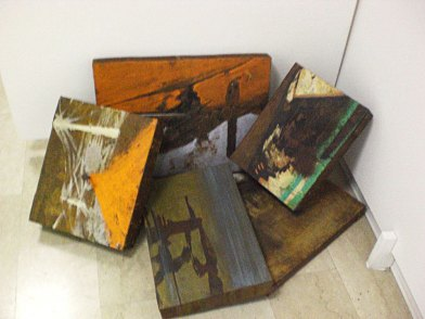 City Boxes, lamiera ossidata e pigmenti. Dimensioni variabili, 2007