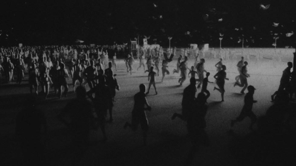 """Miscelazione di animazioni C4D, Charcoal e Cel per """"Last I Heard"""" di Thom Yorke - Folla"""