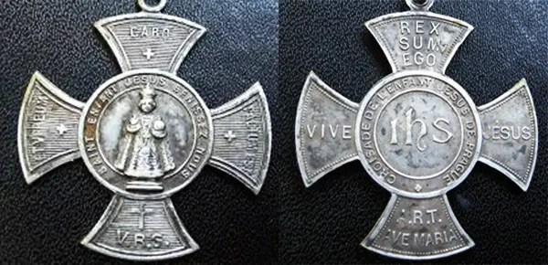 Risultato immagine per medaglia di Gesù bambino di praga