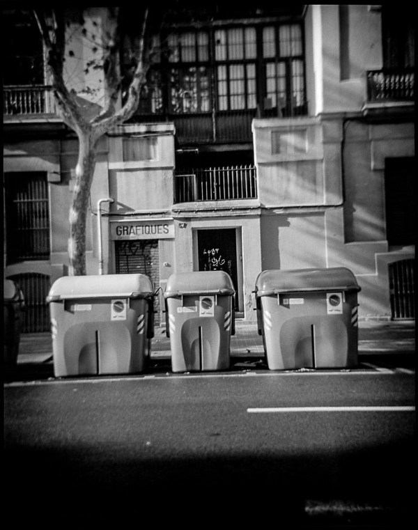Barcelona street, Debonair, TriX 400@400, Rodinal 1:50