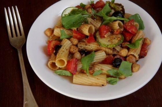 Salada macarrão grão de bico1