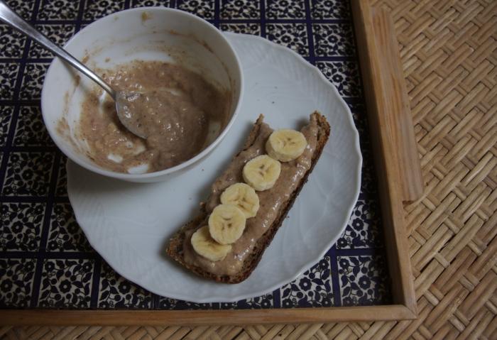 tartine tahina banana
