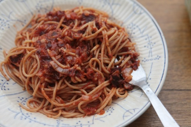 espaguete com tomate e algas