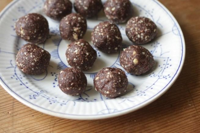 bolinhas de chocolate e coco