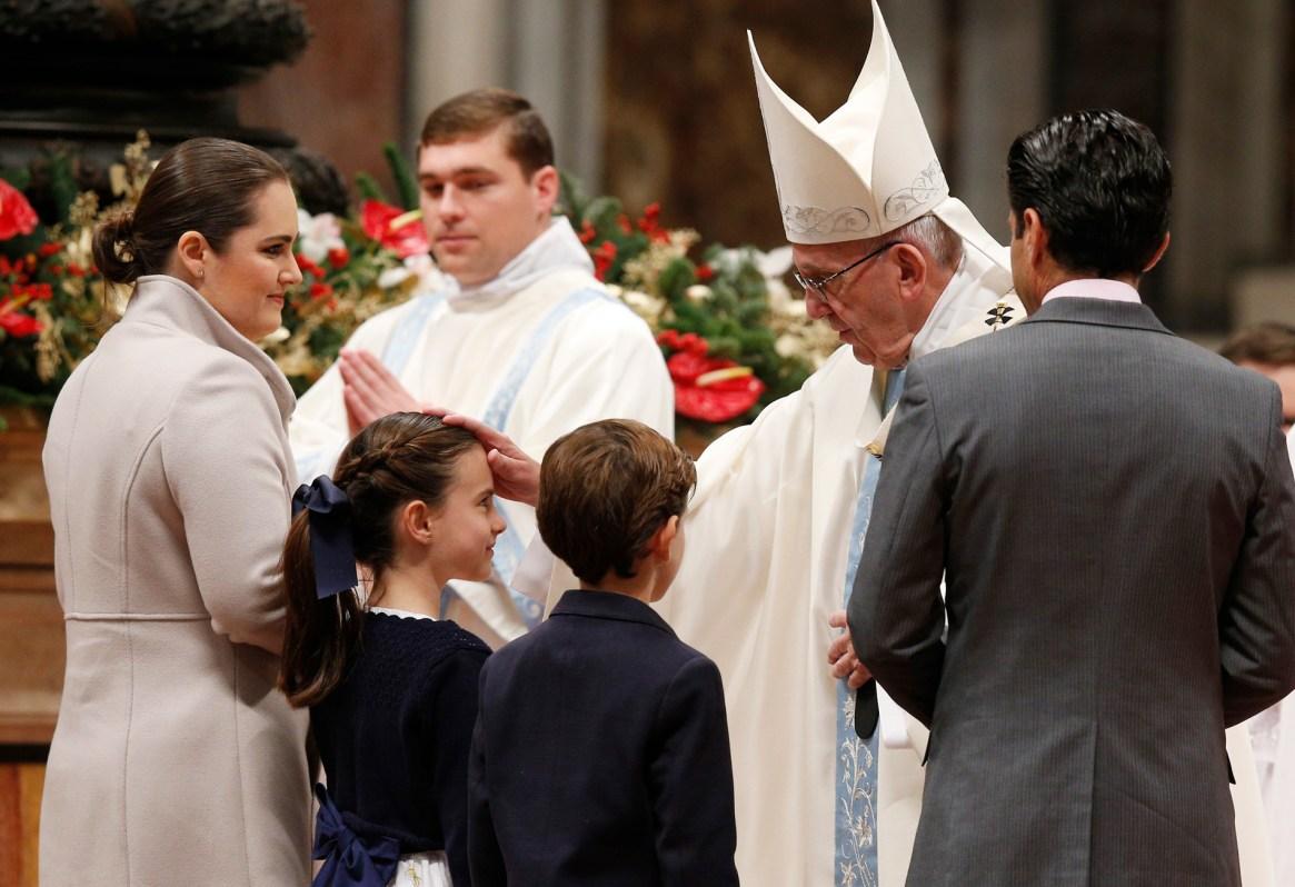 Papa împreună cu familiile