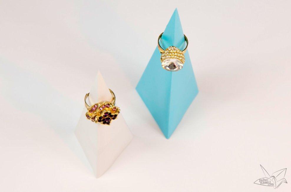 Origami Pyramid Ring Stand Tutorial via @paper_kawaii