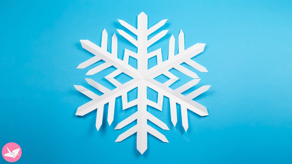 Easy Kirigami Snowflake Tutorial (6 Pointed) via @paper_kawaii