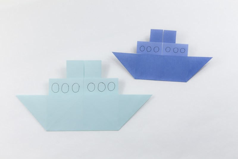 Origami Chinese Junk Boat - Traditional & Closed Versions via @paper_kawaii