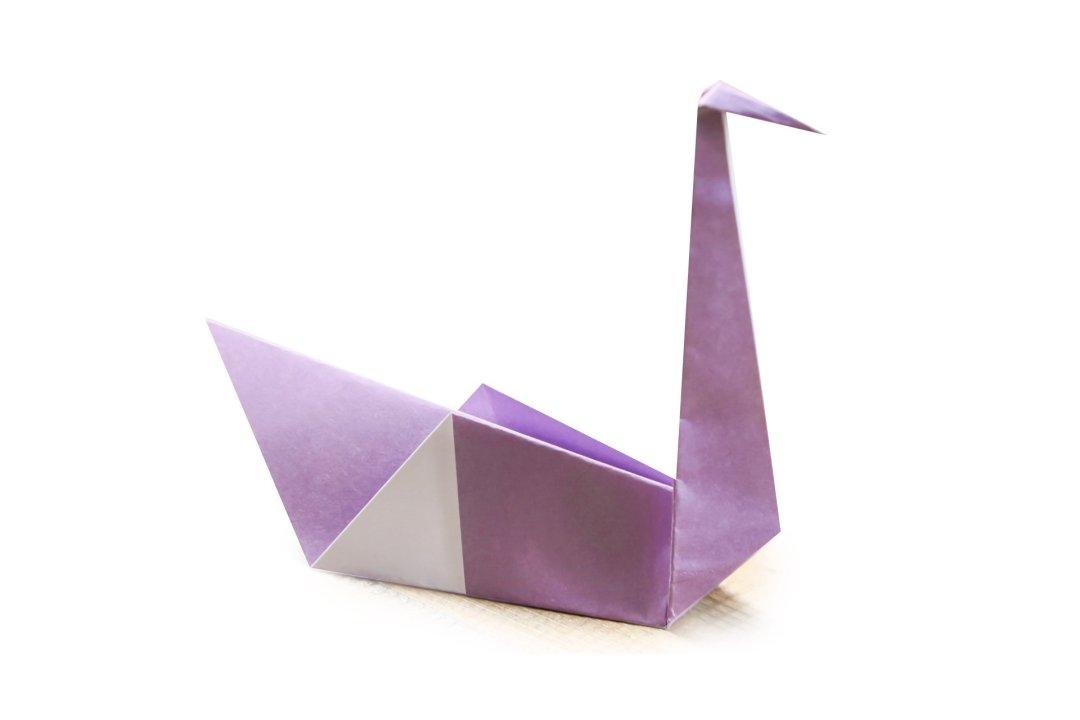 Swan via @paper_kawaii