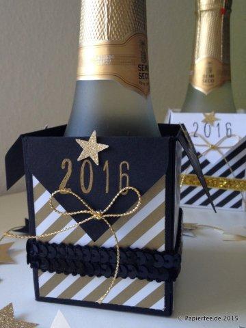 Stampin'Up! Stanz- und Falzbrett für Geschenkschachteln, Silvestergeschenk, Gastgeschenk, Silvester 2015, Designerpapier in Neutralfarben, Sektverpackung