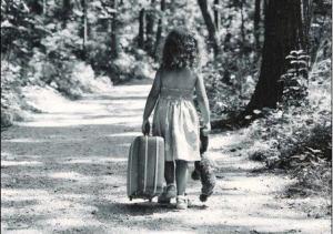 bambina-valigia